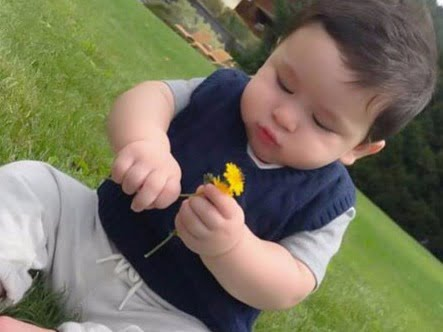Baby Taimur is treat for your eyes on mommy Kareena Kapoor Khan's birthday