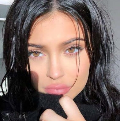 Kylie Jenner gives birth to baby girl