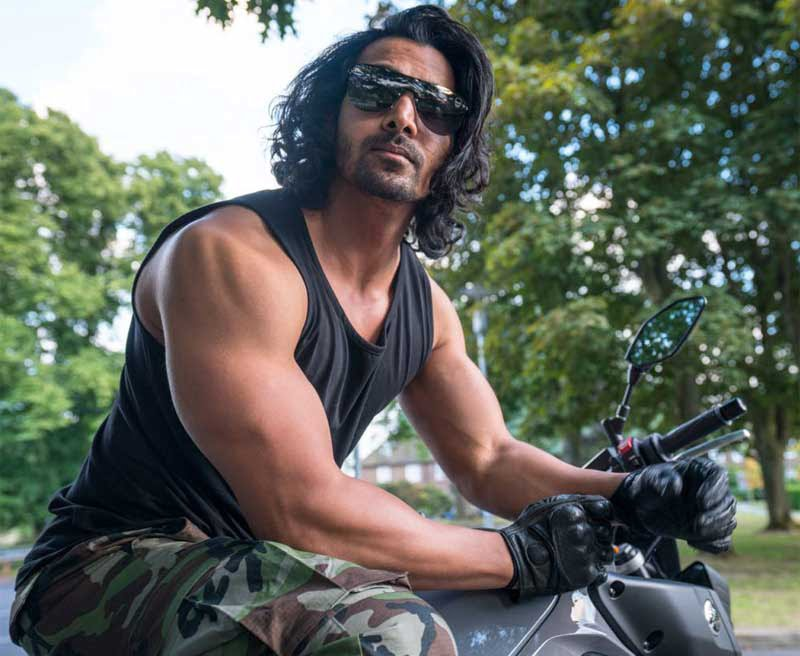 Harshvardhan Rane discovers London on a motorcycle!
