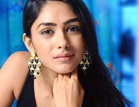 Mrunal Thakur: Fabulous experience working with Hrithik in 'SUPER 30'