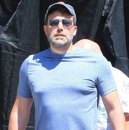 Affleck steps out for haircut between rehab treatment