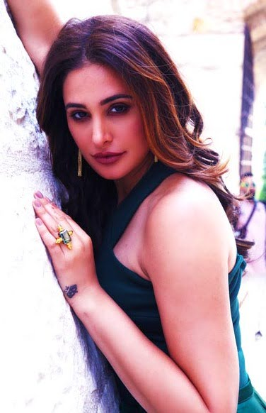 This is what Nargis Fakhri has to say about Anushka