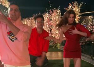 Team Housefull 4 dancing on the latest track from Panipat