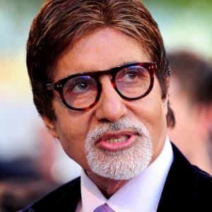 Big B captures 3 Bachchan generations in one frame