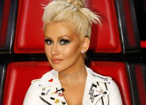 Christina Aguilera: Music industry is full of wolves