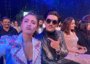 Dhvani Bhanushali had a fangirl moment with Ranveer Singh