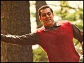 The only cool thing in 'Radio Song' is Salman Khan's dance steps