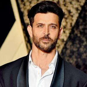 Hrithik to shift release date of SUPER 30