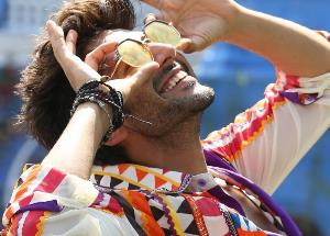 Many girls kissed Kartik Aaryan one after the other