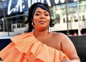 Lizzo's tiny purse surprises all at the AMA 2019 red carpet
