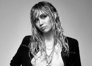Miley Cyrus shows off her new modern mullet