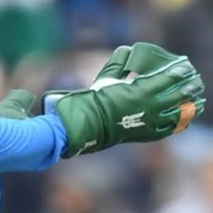 BCCI asks ICC to approve Dhoni's gloves with Army insignia