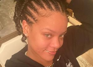Rihanna shows off her natural beauty in makeup-free selfie