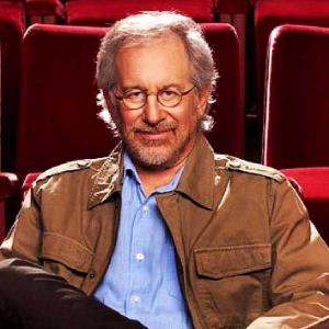 Steven Spielberg: Filmmakers should make movies for theatres