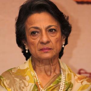Actress Tanuja hospitalised due to abdominal pain
