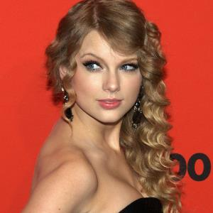Taylor Swift lends support to LGBTQ community