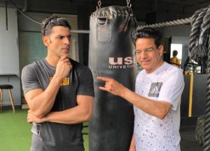 Vivek Dahiya's gym picture with his father goes viral!!!