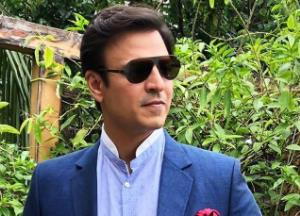 Vivek Oberoi wishes luck to Abhishek for 'The Big Bull'