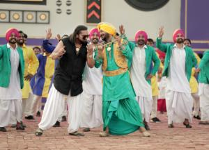 Yo Yo Honey Singh is back with his new number Gur Nalo Ishq Mitha, Check out