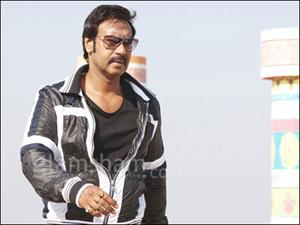 HIMMATWALA: Ajay Devgn speaks in 5 different languages