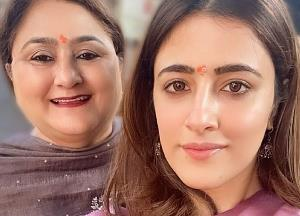 Nupur Sanon visits Siddhivinayak Temple with mom