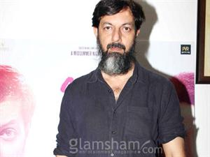Rajat Kapoor shoots 10ML LOVE with fractured foot