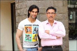 Suneel Darshan launches son Shiv with film KARLE PYAAR KARLE