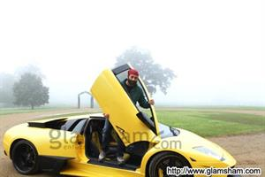 After hand-pump, it's car doors for Sunny Deol now!