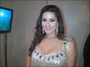 Sunny Leone gets thundering response for New Year bash