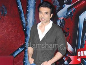 Look who's giving tips to Uday Chopra for DHOOM:3