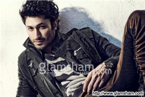 Vidyut Jammwal does extensive action & stunt based training with his eight men team