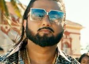 Yo Yo Honey Singh shares some kicks and punches you can do at home. Check it out!