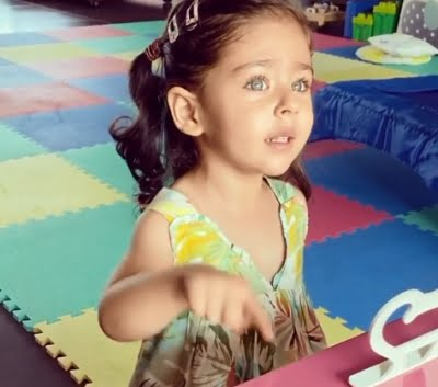Kunal Kemmu gives yoga tips to his little daughter