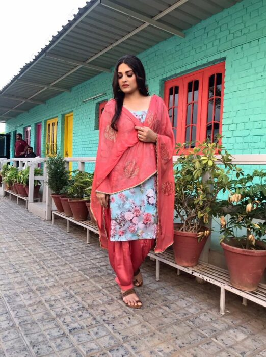 Himanshi Khurana wearing a peach and multicolored salwar suit