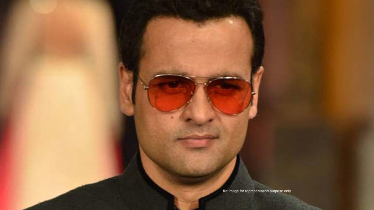 TV actor Rohit Roy launches clothing line