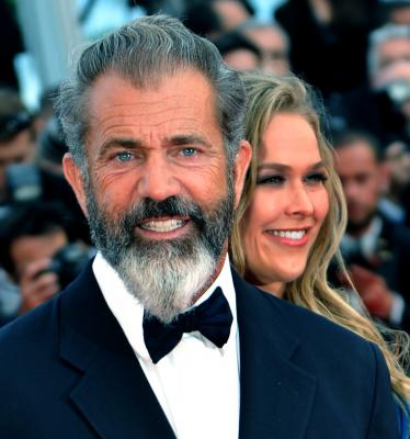 Mel Gibson has denied actress Winona Ryder's allegation