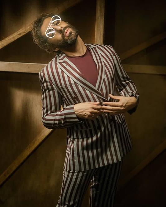 Jim Sarbh looks stylish wearing a maroon striped suit.