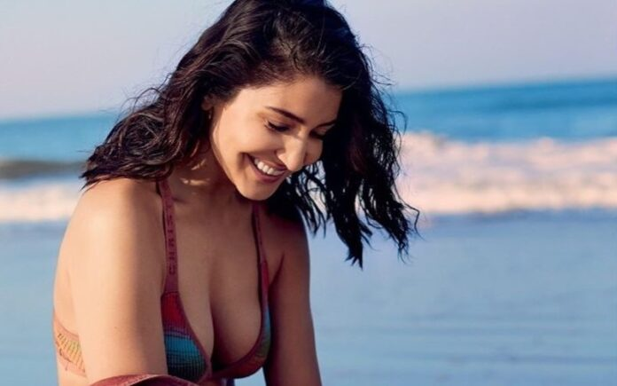 You will not be able to close your eyes by looking this hot photo of Anushka Sharma