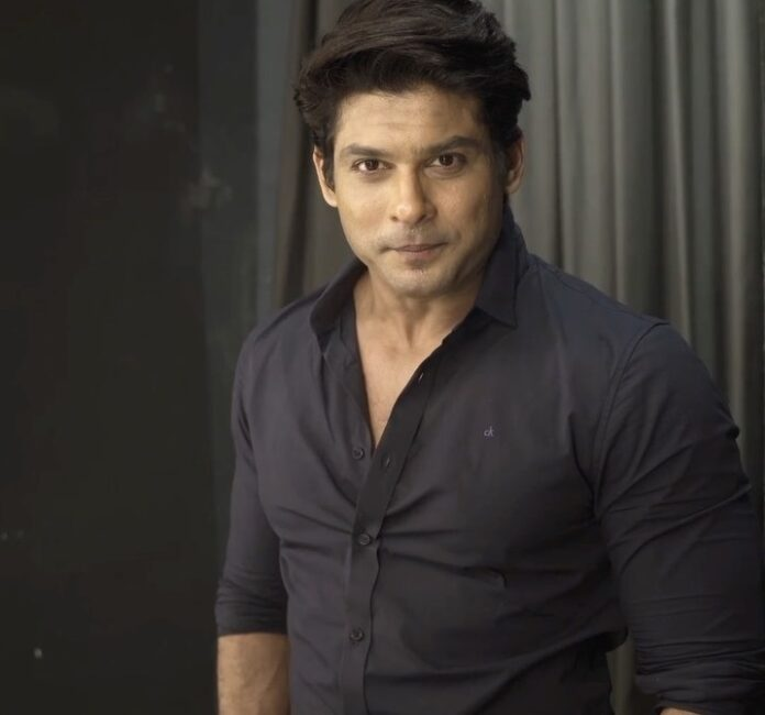 Sidharth Shukla looks quite dashing in a black outfit