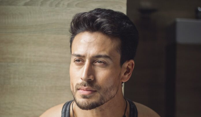 Tiger Shroff does deadlifts with 220 kilos of weight