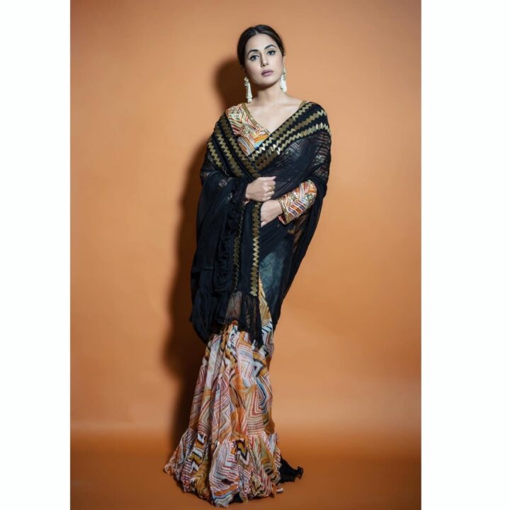 Hina Khan Looks Drop Dead Gorgeous in Her Black Saree