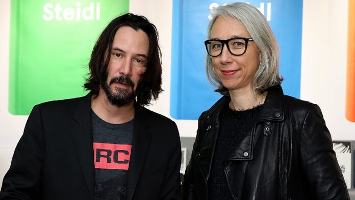 Keanu Reeves shares an adorable kiss with girlfriend Alexandra Grant