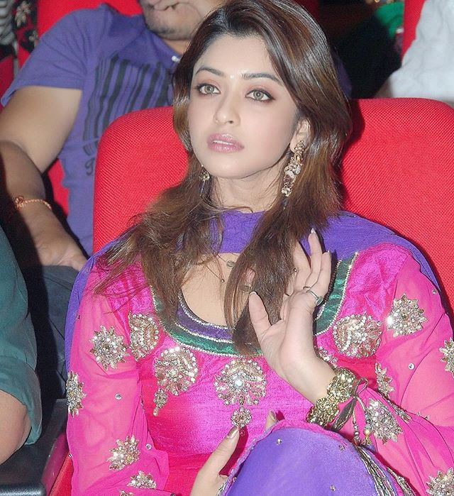 Payal Ghosh meets G Kishan Reddy about sexual assault case