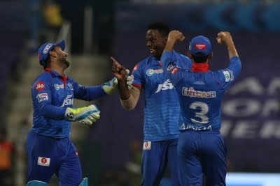 DC win toss, choose to bowl against SRH