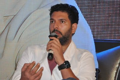 After first handshake with Sachin I rubbed them on body: Yuvraj