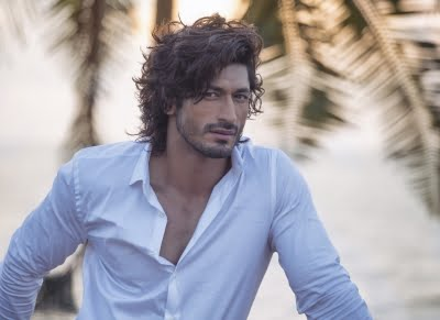 Vidyut Jammwal eager to meet Kolkata fan who inked his face on the chest