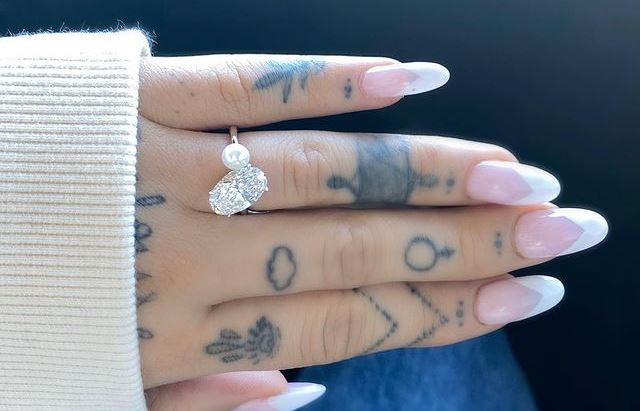 Ariana Grande's engagement ring from Dalton Gomez