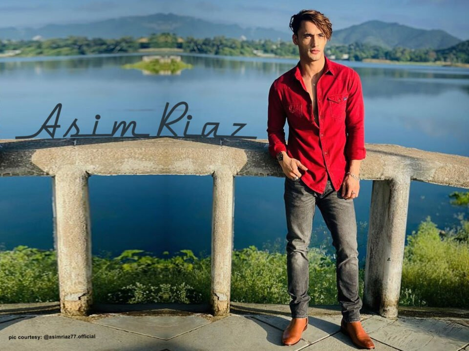 Asim Riaz looks in red hot in red shirt and denim