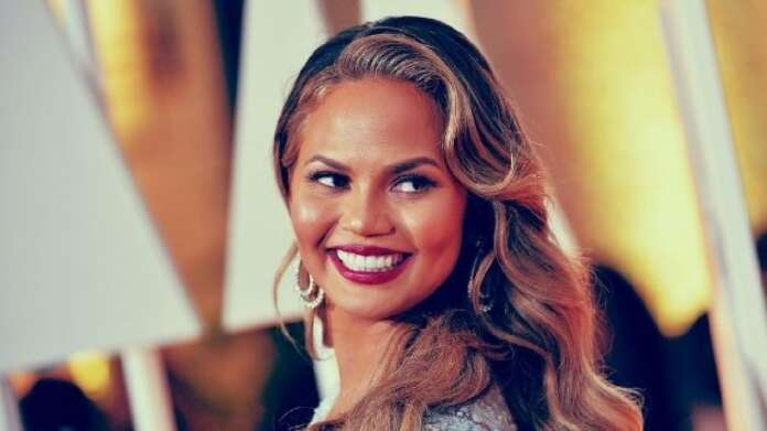 Chrissy Teigen reveals the book that helped her give up drinking