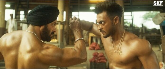 Salman Khan engages in a fist fight with brother-in-law Aayush Sharma!